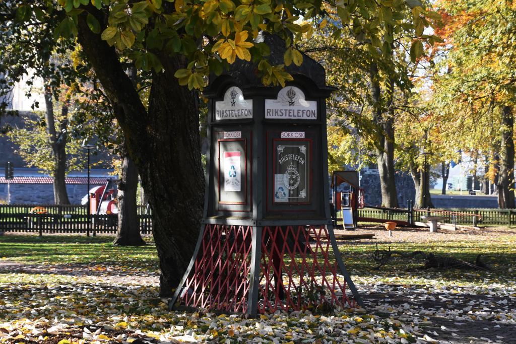 Bokkiosk - En gammal telefonkiosk som nu agerar byteshandel för böcker.